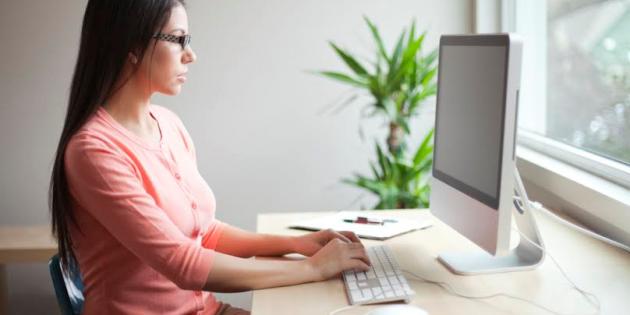 A classe o a l'oficina, millora la teva postura